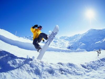 Deportes de invierno. Snowboarding en el Pirineo