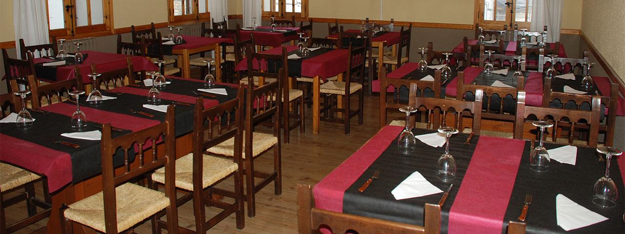 Hostal Iguer. Restaurante en Aisa
